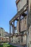 Die Kolonnade in der Spalte, Kroatien lizenzfreie stockbilder