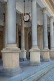 Die Kolonnade mit Borduhr in Karlovy unterscheiden sich Lizenzfreies Stockfoto