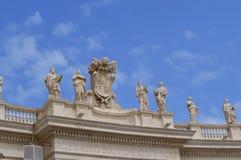 Die Kolonnade Vatikans Berninis in St- Peter` s Quadrat stockfotografie