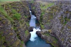 Die Kolugljufur-Schlucht in Island stockfotos