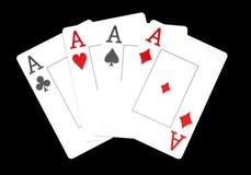 Die Kombination des Spielkarteschürhakenkasinos, lokalisiert auf schwarzem Hintergrund, Asse lizenzfreies stockbild