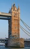 Die Kontrollturm-Brücke Stockfotos