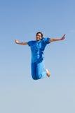 Die Krankenschwester hoch springend Stockfoto