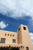 Die kreative Stadt von Santa Fe In New Mexiko mit seiner Vielzahl Galerien und Skulpturen und Gebäuden des luftgetrockneten Ziege Lizenzfreie Stockfotografie