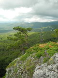 Die Krimberge vor dem Regen stockbild