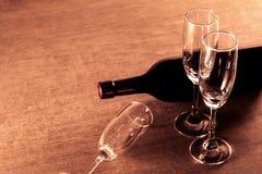 Die Kunst des Weinglashintergrundes Stockfotografie