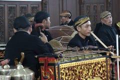 Die Kunst von Indonesier Gamelan-Spielern Stockbild