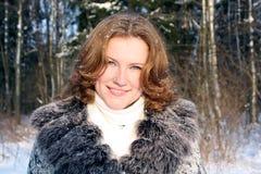 Die lächelnde Frau Lizenzfreie Stockbilder