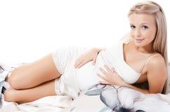 Die Lagen der schwangeren Frau Lizenzfreie Stockbilder