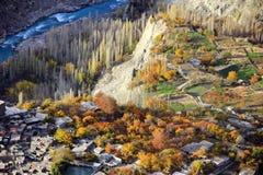 Die Landschaft des Herbstes des Dorfs in Ganish, Hunza von Pakistan lizenzfreie stockfotografie