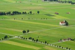 Die Landschaft mit Kapelle lizenzfreies stockfoto