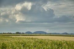 Die Landschaft und das Gewitter Lizenzfreies Stockfoto