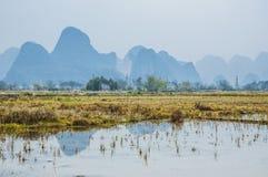 Die Landschafts- und Gebirgslandschaft im Herbst Lizenzfreies Stockfoto