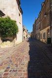 Die lange alte Straße mit typischen Gebäuden in er Normandie-Stadt von Bayeux, Calvados Abteilung von Normandie, Frankreich Lizenzfreies Stockfoto