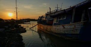 die Leben von Fischern auf der Küste des Meeres lizenzfreie stockfotos