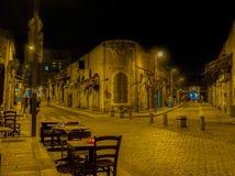 Die leere Abendstraße stockbilder
