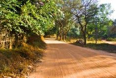 Die leere Straße in Auroville, Indien Lizenzfreies Stockbild