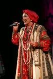 Die Leistung auf dem Stadium des nationalen Folk-Sängers russischen Lieder nadezhda babkina und des Theaterrusseliedes Lizenzfreies Stockfoto