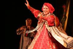 Die Leistung auf dem Stadium des nationalen Folk-Sängers russischen Lieder nadezhda babkina und des Theaterrusseliedes Stockfotografie