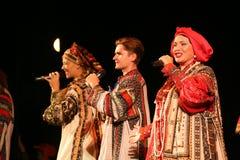 Die Leistung auf dem Stadium des nationalen Folk-Sängers russischen Lieder nadezhda babkina und des Theaterrusseliedes Stockfoto