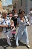 Die Leistung von Förderern und von Tänzern des Ensembles historischer Kostüm und Tanz Person Viva Lizenzfreie Stockfotografie