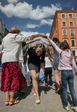 Die Leistung von Förderern und von Tänzern des Ensembles historischer Kostüm und Tanz Person Viva Lizenzfreies Stockbild