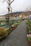 Die Leute, die entlang Brücke von Blumen gehen, Shelburne fallen, häufen, 2014 an Lizenzfreies Stockbild