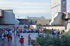 Die Leute am Monument zu den 900 Tagen der Blockade während des Th Lizenzfreie Stockfotografie
