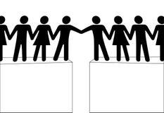 Die Leutegruppenreichweite zum zu verbinden schließen zusammen an Stockfotografie