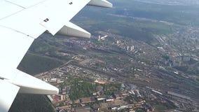 Die linke Bank der Stadt von Kiew von einer Höhe, die linke Bank von Kiew von einem Flugzeug stock footage