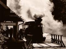 Die Lokomotive gestoppt an der Station Stockbilder