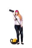 Die lustige Hausfrau mit dem Staubsauger lokalisiert auf Weiß stockfoto