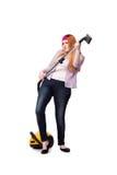 Die lustige Hausfrau mit dem Staubsauger lokalisiert auf Weiß stockfotografie