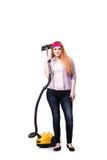 Die lustige Hausfrau mit dem Staubsauger lokalisiert auf Weiß lizenzfreie stockfotografie