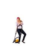 Die lustige Hausfrau mit dem Staubsauger lokalisiert auf Weiß stockfotos