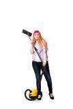 Die lustige Hausfrau mit dem Staubsauger lokalisiert auf Weiß lizenzfreies stockbild