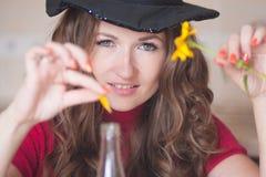 Die lustige Hexe bereitet sich vor lizenzfreies stockbild