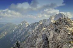 Die mächtigen Berge Stockfoto