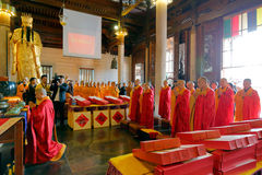Die Mönche von nanputuo Tempel halten neues Jahr ` s Segentätigkeiten Lizenzfreies Stockbild