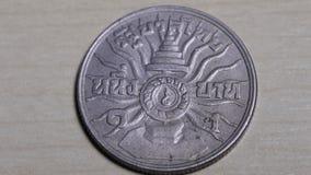 Die Münze, die thailändisch ist, ist alt stock video footage