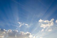 Die Magie des Himmels in der Tageszeit und in der Linie von Wolken Stockfotografie
