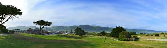 Die malerische Stadt auf der Pazifikküste. Stockbild