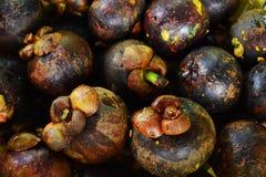 Die Mangostanfruchtbeschaffenheit im Markt Stockbild