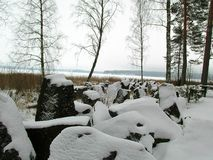 Die Mannerheim-Linie auf dem Saimaa-Seeufer im Winter Lizenzfreies Stockbild