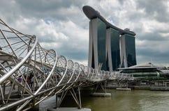 Die Marina Bay Sands-Hotel und -schneckenbrücke, Singapur lizenzfreie stockbilder