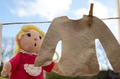 Die Marionette, die heraus hängt, kleidet Lizenzfreie Stockfotos