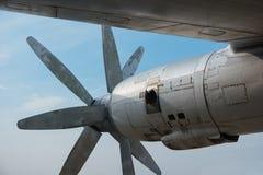 Die Maschine eines großen alten Bombers Stockbilder