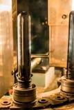 Die Maschine für den Schlag von Plastik-HAUSTIER-Flaschen stockfotografie