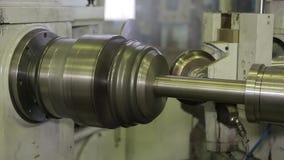 Die Maschine schärft Metall 2 stock video