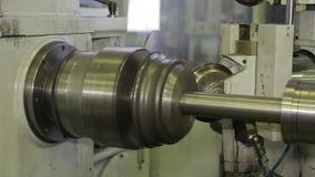 Die Maschine schärft Metall 3 stock video